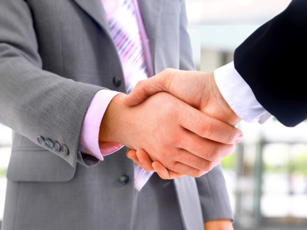 business insurance agent handshake in killeen, tx